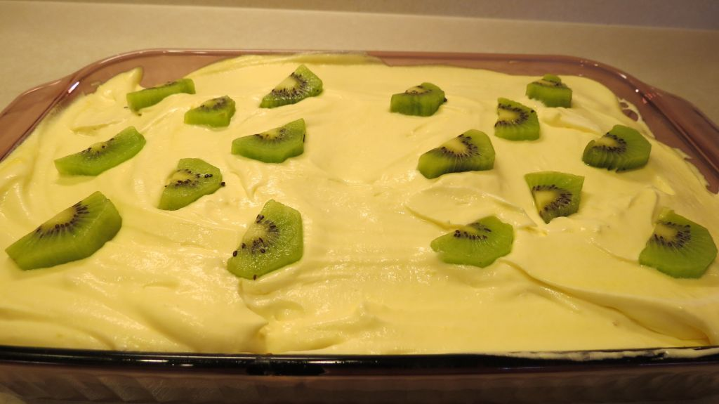 Tropical Getaway Cake icing and kiwi