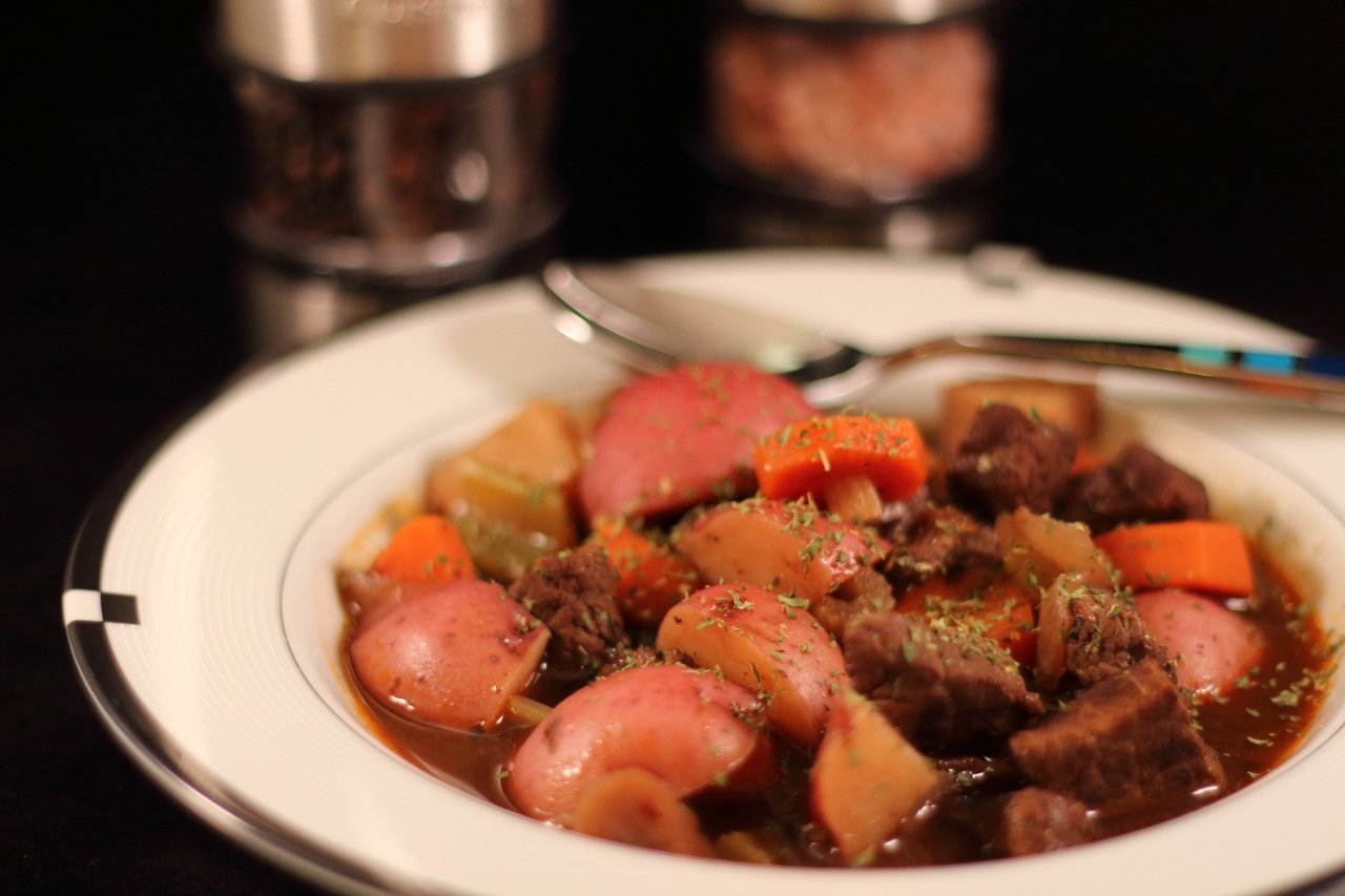 Beef Stew With a Red Wine Broth   Realistic Cooking Ideas