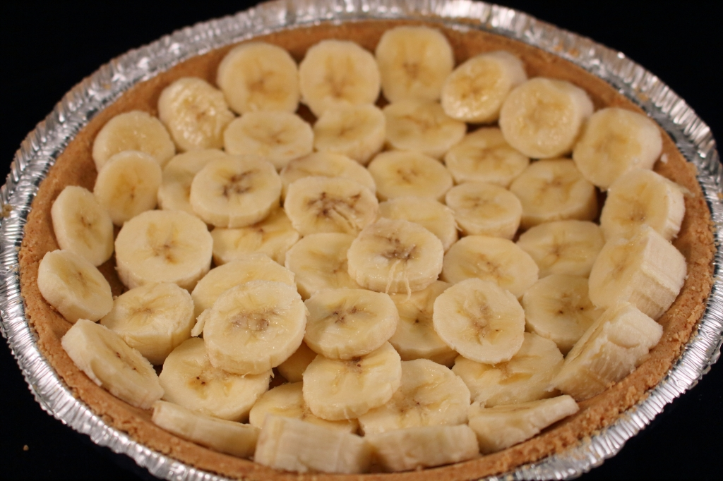 Creamy Banana Pie Crust with Bananas