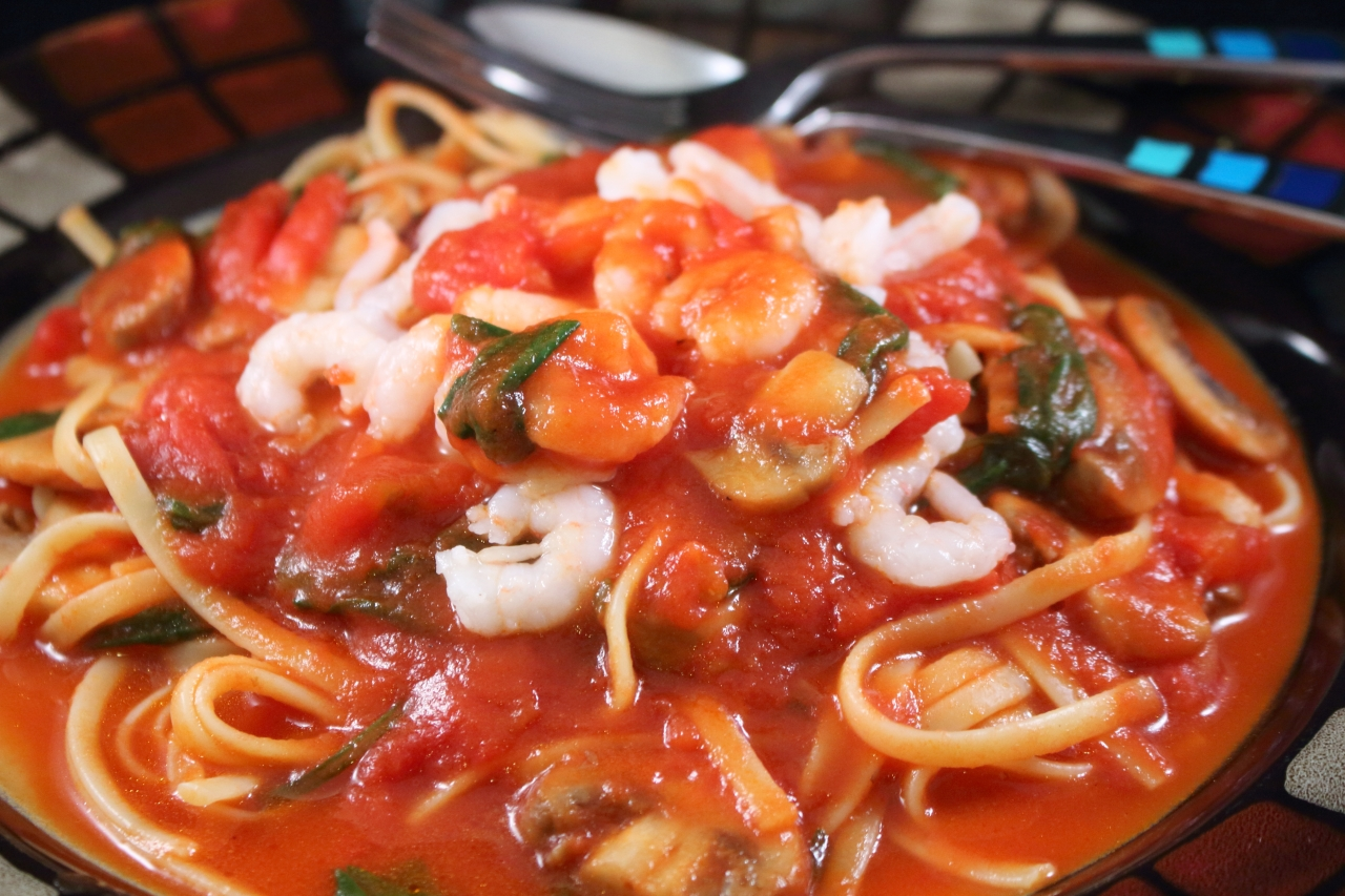 Linguine Pasta with Roma Tomatoes and Shrimp